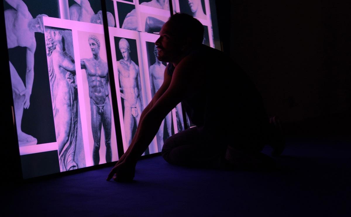 while watching a three dimensional figure, Ausstellungsansicht, Kunst im Quartier, Köln, 2020, Dominik Geis