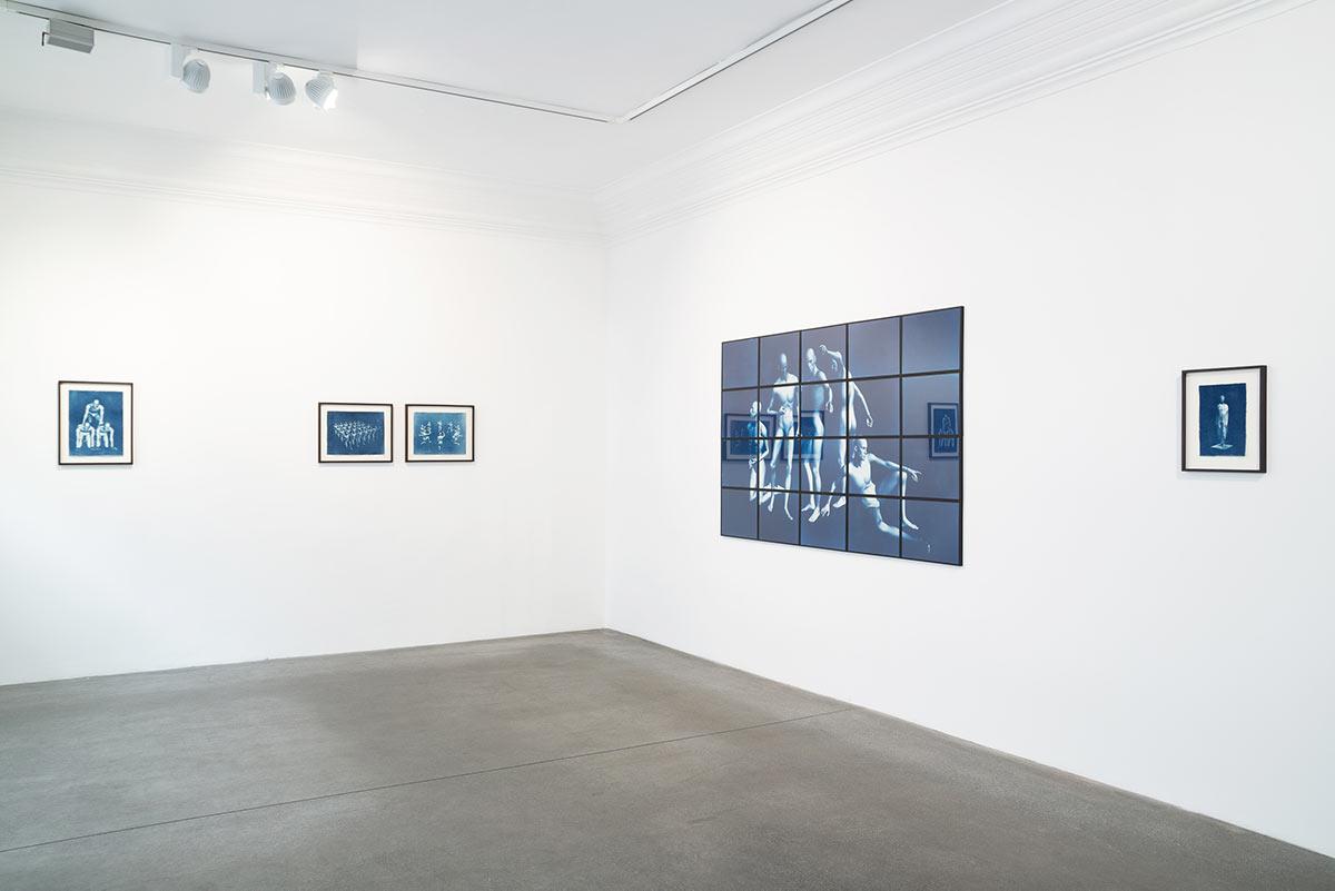 Cyanotpie auf Papier, Ausstellungsansicht, Engelage & Lieder, 2019, Dominik Geis